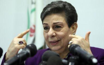 Hanan Ashrawi, membre du comité exécutif de l'Organisation de libération de la Palestine, pendant une conférence de presse à Ramallah, en Cisjordanie, le 24 février 2015. (Crédit : Abbas Momani/AFP)