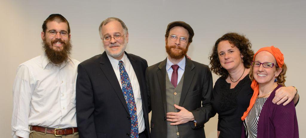 Les premiers rabbins de la Har'el Beit Midrash lors de leur ordination en juin 2015. Depuis la gauche : les rabbins Ariel Mayse, le fondateur et directeur de Har'el Herzl Hefter, Eliezer Lev Israel, Rahel Berkovits, and Meesh Hammer-Kossoy. (Crédit : Sigal Krimolovski)