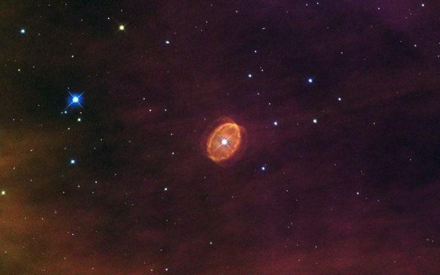 """""""Une étoile prête à exploser"""", la nébuleuse SBW1 entoure une étoile bleue géante dans la nébuleuse Carina. Illustration. (Crédit : ESA/Hubble/CC BY 3.0/WikiCommons)"""