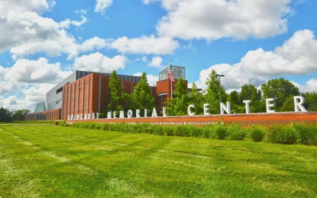 Le musée de l'Holocauste de Farmington Hills, dans le Michigan, ou 'Holocaust Memorial Center Zekelman Family Campus'  (Crédit : Joshua Nowicki/Facebook)