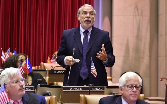 Le député de New Yok Dov Hikind (Démocrate) représente le 48ème district de Brooklyn depuis 1983, une zone qui inclue l'une des plus grandes communautés orthodoxes hors Israël (Autorisation)