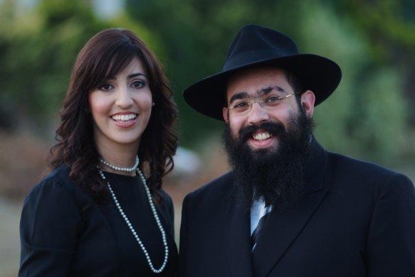 Le rabbin Ari Edelkopf et son épouse. Photographie non datée. (Crédit : Facebook)