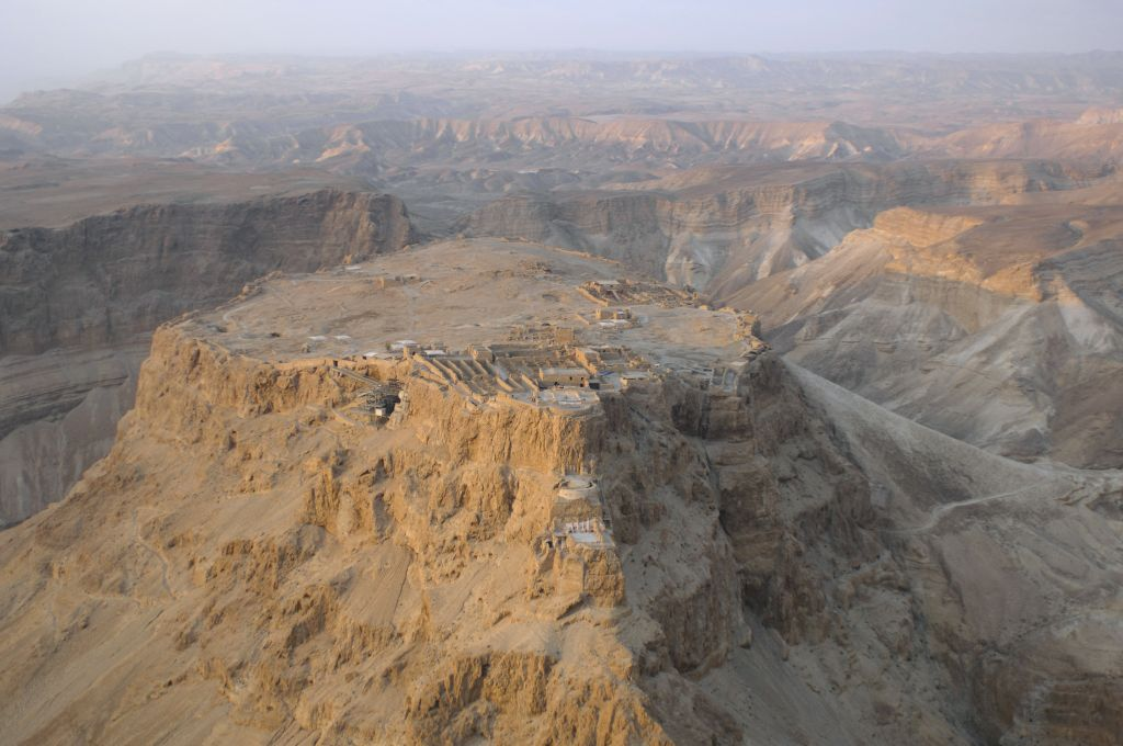 Vue aérienne de Massada (Crédit : Andrew Shiva/CC BY-SAWikipedia)