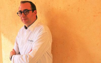 Le Chef Michelin français Lionel Levy a salué la « diversité des épices et des légumes » en Israël (Crédit : Mona Grid / via JTA)