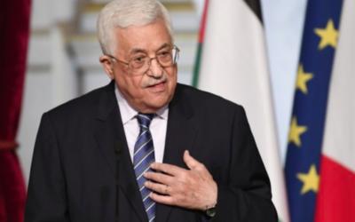 Le président de l'Autorité palestinienne Mahmoud Abbas lors d'une déclaration conjointe avec le président français après leur réunion au Palais présidentiel de l'Elysée à Paris, le 7 février 2017. (Crédit : Stéphane de Sakutin/AFP)