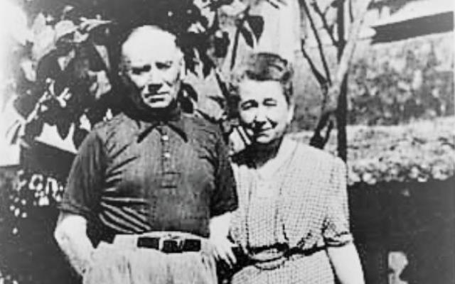 Charles et Marie-Louise Grasset, Justes parmi les Nations, commerçant dans le tissu sauvèrent la vie d'un enfant juif durant les années 42-44 en Vendée (Crédit : Capture d'écran/Mémorial Yad Vashem)