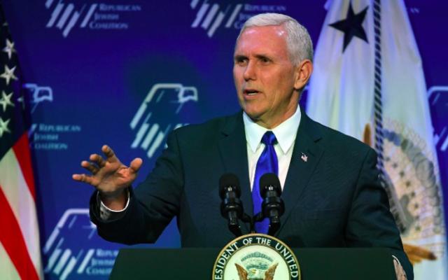 Le vice-président américain Mike Pence pendant la conférence annuelle de la Coalition juive républicaine à Las Vegas, le 24 février 2017. (Crédit : Ethan Miller/Getty Images/AFP)