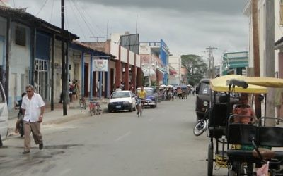 Une rue de Ciego de Avila, à Cuba. Illustration. (Crédit : Leon Petrosyan/CC BY-SA/Wikimedia)