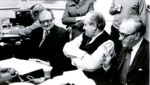 Dmitry Shostakovich, Lilian Hochhauser et David Oistrakh, lors de l'enregistrement du concerto Numéro 1 pour violon de Shostakovich aux studios d'enregistrement d'EMI, à Abbey Road, en 1971. (Autorisation)