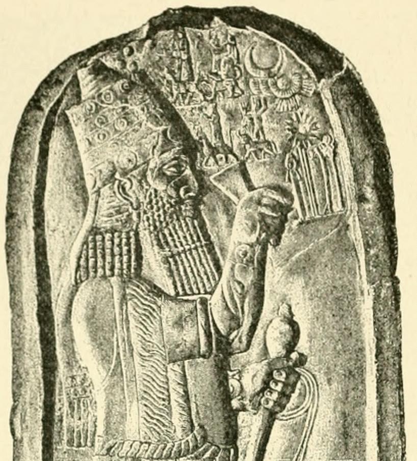 Détail d'une stèle d'Assarhaddon commémorant sa victoire en Égypte. (Crédit : Wikimédia)