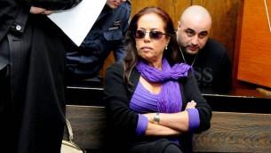La chanteuse Margalit Tzanani lors d'une audience au tribunal d'instance de Tel Aviv, le 27 novembre 2011 (Crédit : Yossi Zeliger / Flash90)