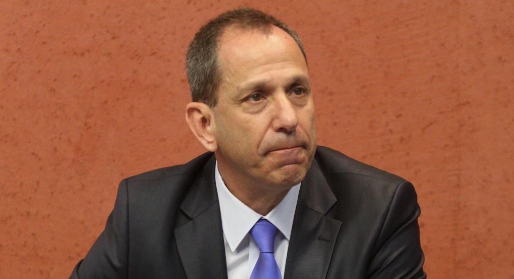 Shmuel Hauser, président de l'Autorité des titres israélienne, en 2014. (Crédit : Roni Schutzer/Flash90)