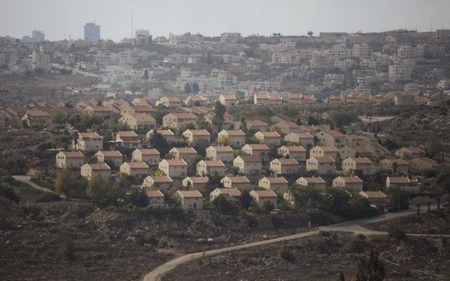 L'implantation d'Ofra, dans le centre de la Cisjordanie, le 17 novembre 2016. (Crédit : Lior Mizrahi/Flash90)