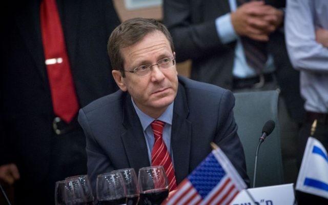 Isaac Herzog, chef de l'opposition, à la Knesset, le 17 janvier 2017. (Crédit : Miriam Alster/Flash90)