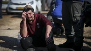 Evacuation de la synagogue de l'avant-poste illégal d'Amona, en Cisjordanie, au deuxième jour de l'opération d'évacuation, le 2 février 2017. (Crédit : Yonatan Sindel/Flash90)