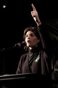 Tamar Zandberg, députée de Meretz,  pendant une manifestation de soutien à la légalisation du cannabis sur la place Rabin de Tel Aviv, le 4 février 2017. (Crédit : Tomer Neuberg/Flash90)