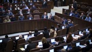 La plénière de la Knesset pendant le vote de la loi de Régulation, le 6 février 2017. (Crédit : Yonatan Sindel/Flash90)