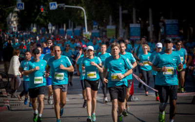 Les coureurs participant au marathon dans la ville de Tel Aviv, Israël le 24 Février 2017(Crédit : Miriam Alster / Flash 90)