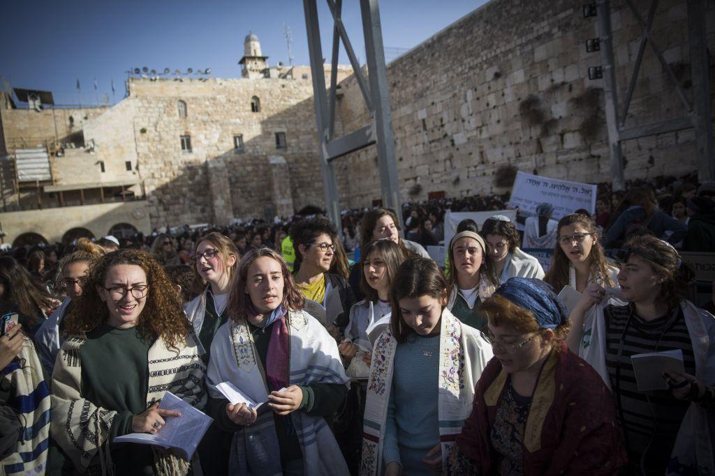 Les Femmes du mur au mur Occidental de la Vieille Ville de Jérusalem, le 27 février 2017. (Crédit : Hadas Parush/Flash90)