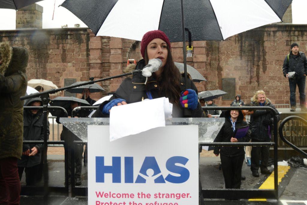 Madame le rabbin Shira Koch Epstein, au Jewish Rally for Refugees à Battery Park, New York, le 12 février 2017. (Crédit : HIAS)