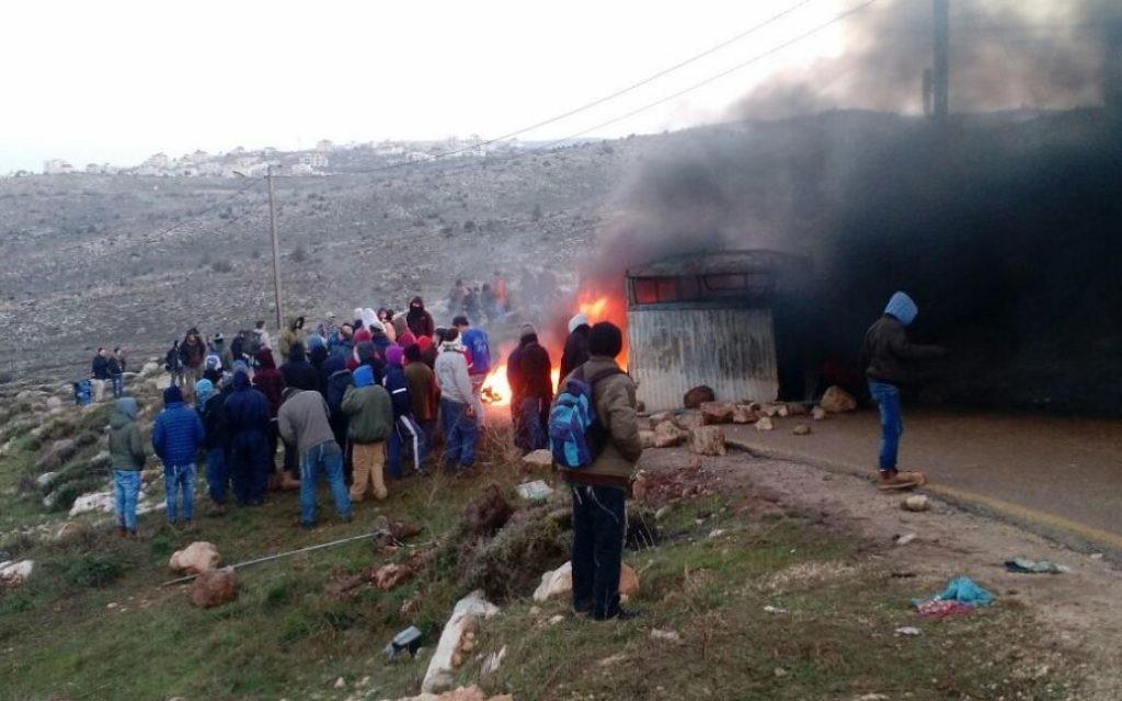 L'avant-poste d'Amona, en Cisjordanie, avant son évacuation imminente, le 1er février 2017. (Crédit : Judah Ari Gross/Times of Israël)