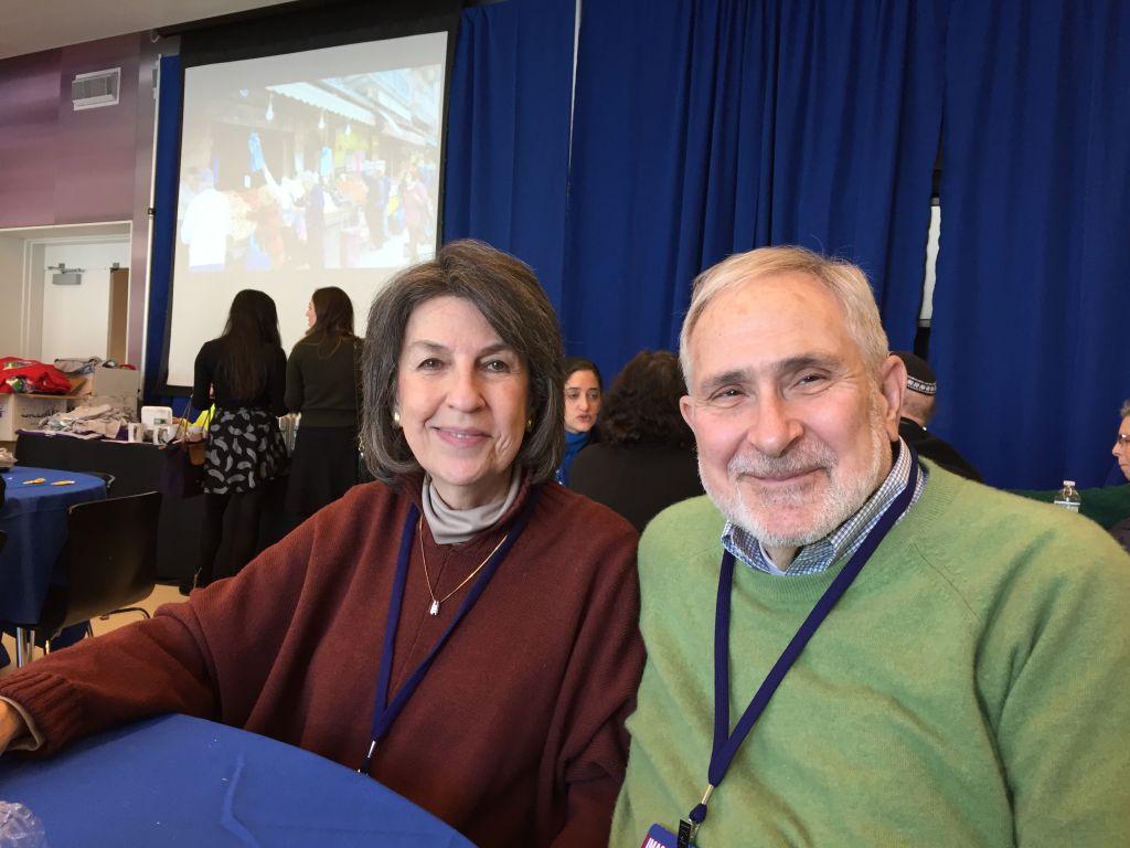 Larry et Judy Polsky, un couple de retraités de Riverdale, à New York, dont la fille habite en Israël depuis 2009 (Crédit : Amanda Borschel-Dan/Times of Israel)