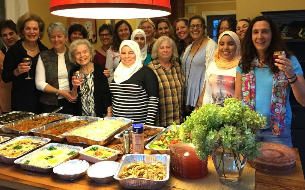 Une rencontre du restaurant syrien éphémère à  avec Maryam Al Radi  à Maplewood, dans le New Jersey, en octobre 2016 (Autorisation)
