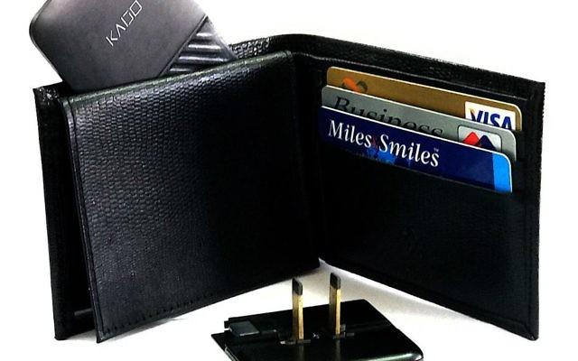 Le chargeur Kado Wallet fait l'épaisseur de trois cartes de crédit (Crédit : Autorisation)
