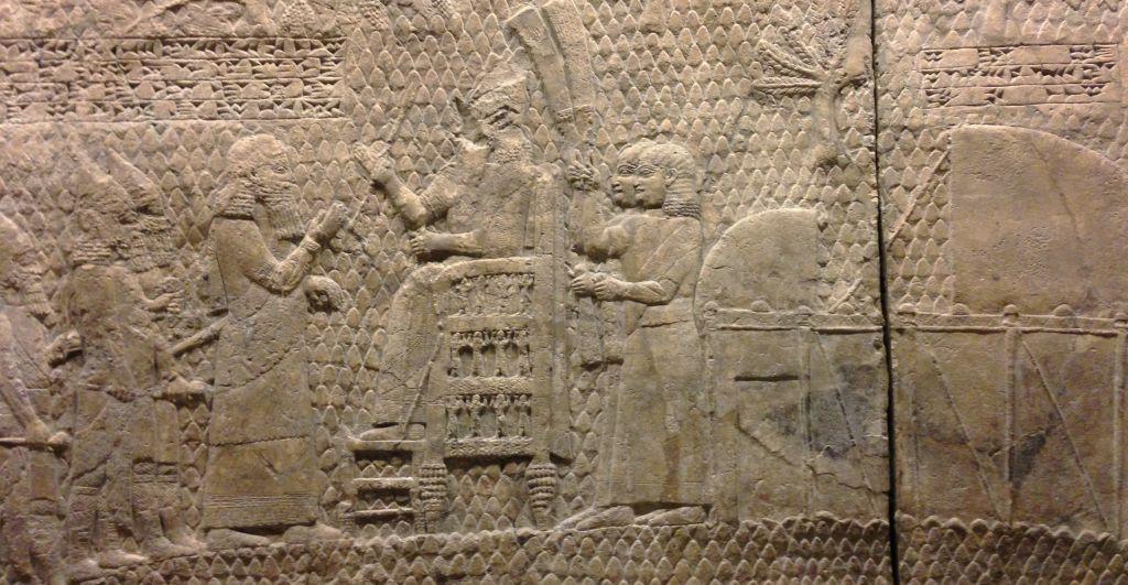 Relief de Lakish, faisant mention de Sennachérib.(Crédit : Wikimedia)