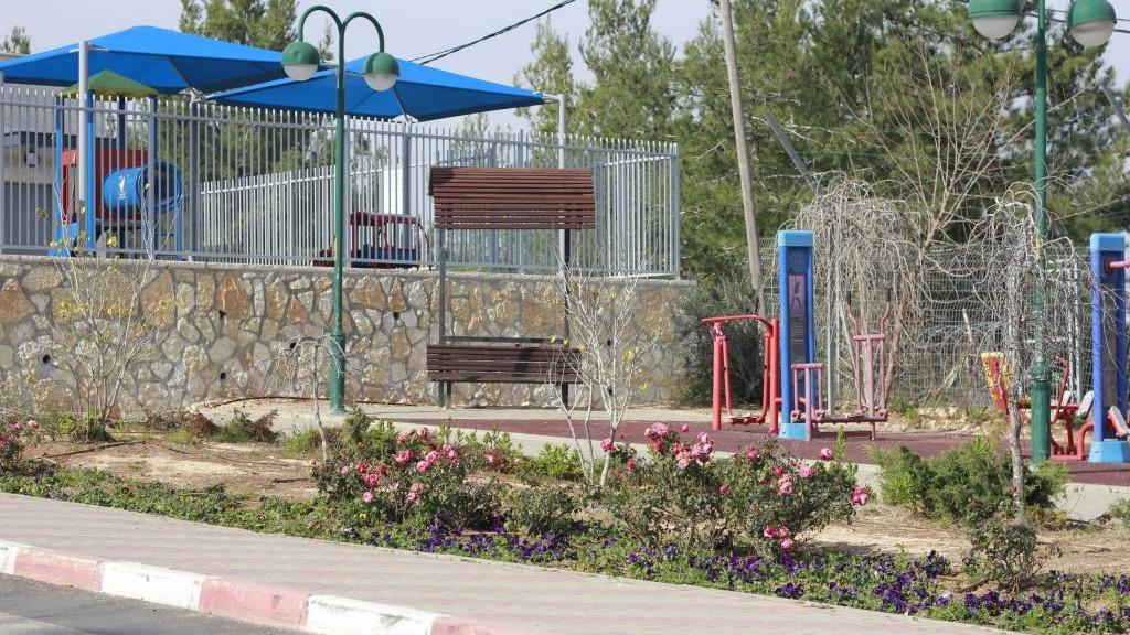 L'école maternelle de Beit Horon. Dans le jardin adjacent à l'école, Shlomit Krigman a été poignardée à mort et une femme a été grèvement blessée. Photo prise le 1er février 2016 (Crédit : Judah Ari Gross/Times of Israel)