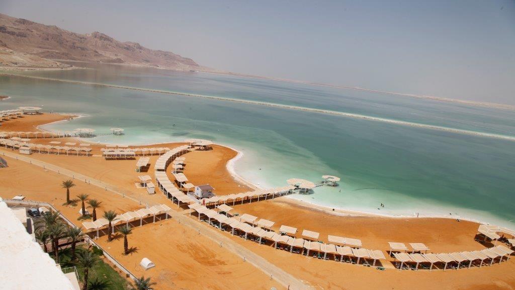 La zone hôtelière à Ein Boqek a actuellement un parc de 4000 chambres d'hôtel, mais un projet du ministère du Tourisme prévoir de doubler leur nombre. (Autorisation : Conseil régional de Tamar)