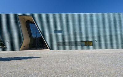 Le musée de l'histoire des Juifs de Pologne, à Varsovie. Illustration. (Crédit : Adrian Grycuk/CC-BY-SA/Wikimedia)