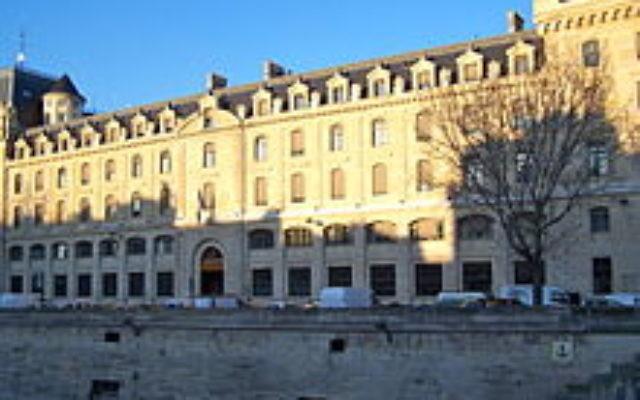 L'individu a été transféré à l'infirmerie psychiatrique de la Préfecture de police de Paris (Crédit: LPLT / Wikimedia Commons)