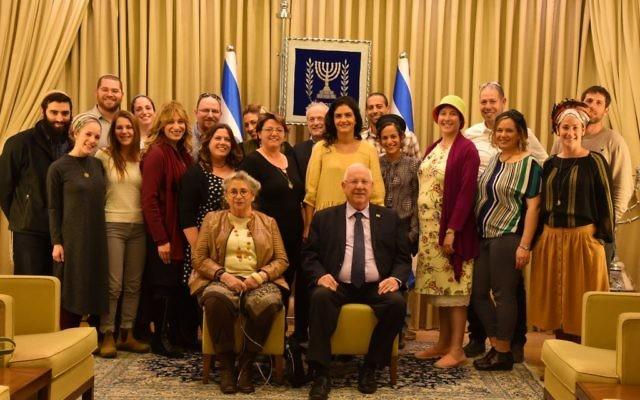 Le président Reuven Rivlin et sa femme Nechama lors d'une fête à l'occasion de Tou Bichvat avec des orphelins du terrorisme, le 8 février 2017. (Crédit : Sarah Levin)
