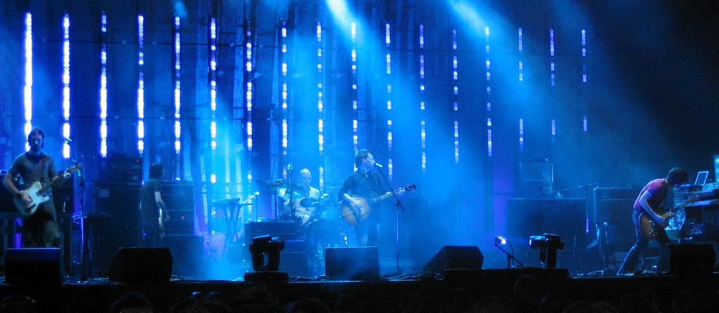 Radiohead au festival de musique Coachella en 2004. (Crédit : CC BY SA/Wikipedia)