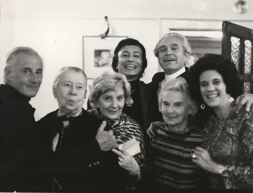Ram Gopal, Konstantin Sergeyev, Anton Dolin, Romola Nijinska, Natalia Dudinskaya, Marie Rambert, Lilian Hochhauser lors de l'ouverture de la saison de Londres en 1961 (Autorisation)