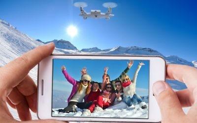Le drone-appareil photo de SELFLY qui rend les selfies sticks obsolètes (Crédit : Autorisation)