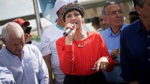 Shuli Moalem-Refaeli, députée du parti nationaliste orthodoxe HaBayit HaYehudi, devant la Knesset, le 31 octobre 2016. (Crédit :Yonatan Sindel/Flash90)