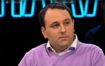 Michael Freilich, rédacteur en chef de Joods Actueel. (Crédit : capture d'écran YouTube)