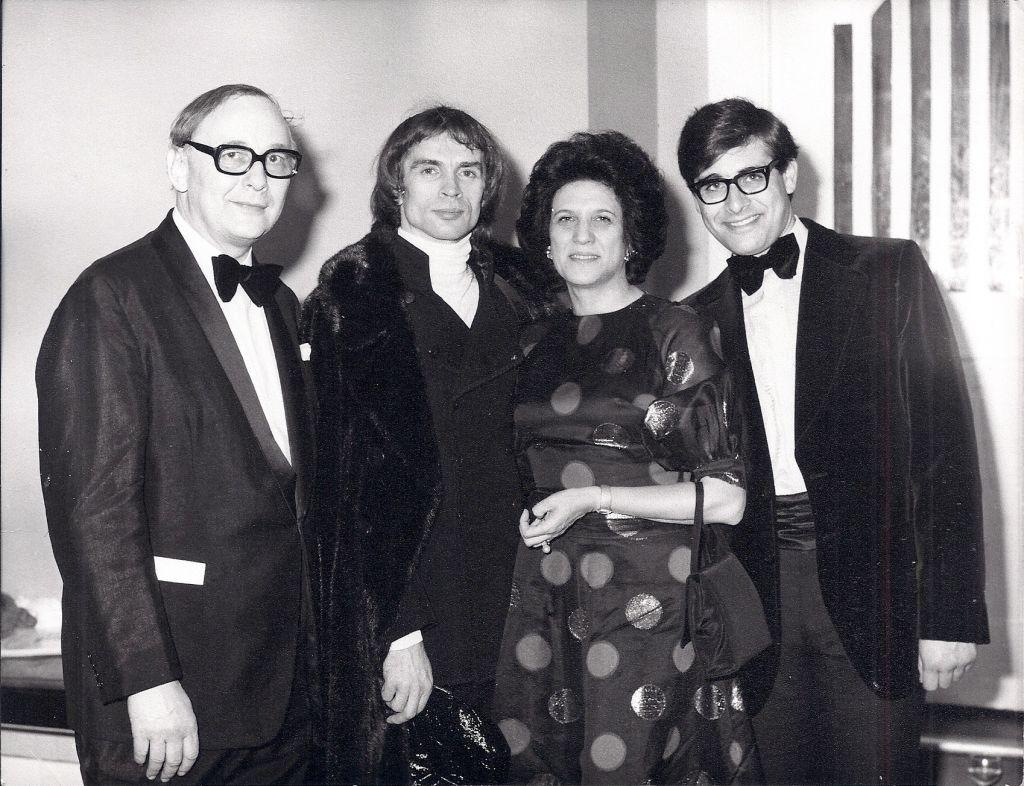 Victor, Lilian et Simon Hochhauser aux côtés de Rudolf Noureev. (Autorisation)