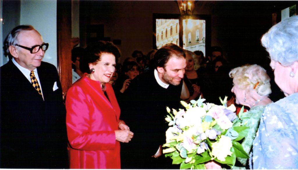 Victor et Lilian Hochhauser, le chef d'orchestre Valery Gergiev, la reine-mère et la reine (Autorisation)