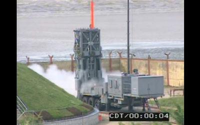 Le missile sol-air Barak 8 d'Israel Aerospace Industries a été lancé à l'extérieur de Kolkata, en Inde. (Crédit : Capture d'écran YouTube)