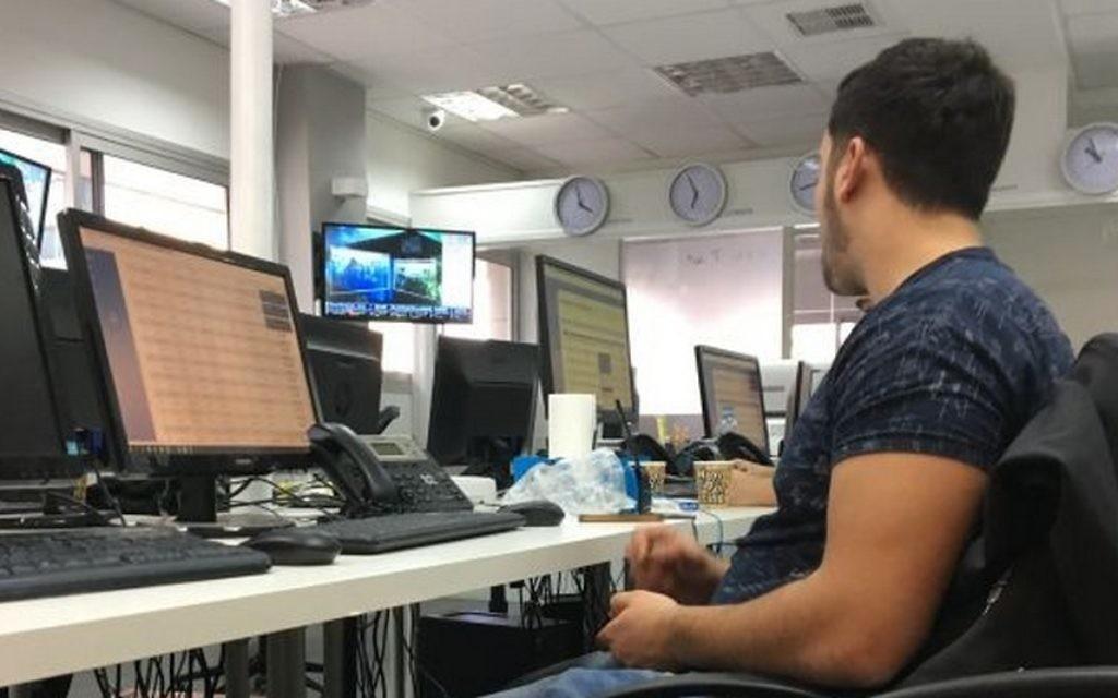 Le centre d'appels de l'entreprise Binary St. en Israël. (Crédit :  Iacopo Luzi)