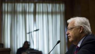 David Friedman lors d'une audience avec la commission sénatoriale des Affaires étrangères à Washington, D.C., le 16 février 2017. (Crédit : Zach Gibson/AFP)