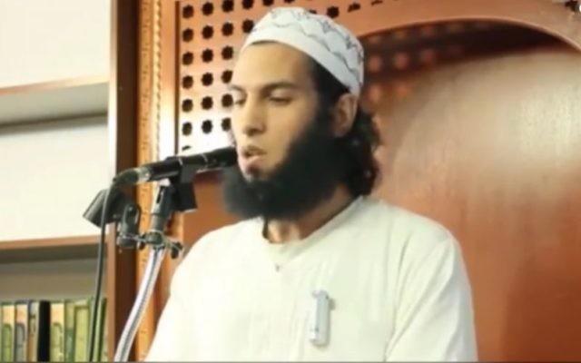 L'imam Sayyed al-Ghitawi au Centre islamique al-Andalous de Montréal, en 2014. (Crédit : capture d'écran YouTube)