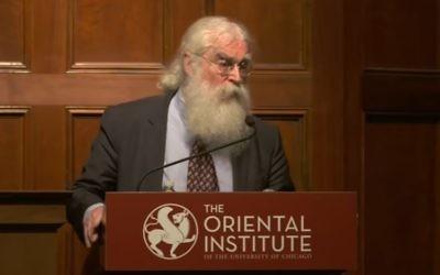 Le professeur Irving Finkel a consacré trois années de sa vie à cette encyclopédie initiée en 1921 par l'institut oriental de Chicago (Crédit: capture d'écran/ Youtube/The Oriental Institute)