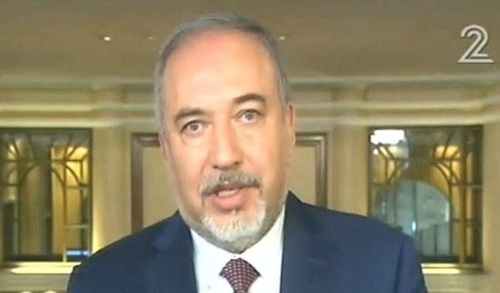 Le ministre de la Défense Avigdor Liberman depuis la conférence de sécurité de Munich, en Allemagne, le 17 février 2017. (Crédit : Deuxième chaîne)