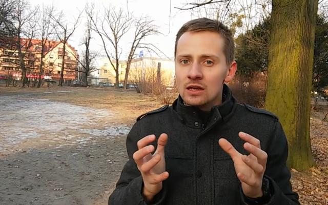 Jacek Międlar, ancien prêtre polonais antisémite. (Crédit : capture d'écran YouTube)