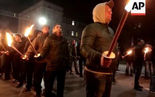 La procession aux flambeaux de la Marche de Lukov, le 14 février 2016 à Sofia, en Bulgarie. (Crédit : capture d'écran YouTube)
