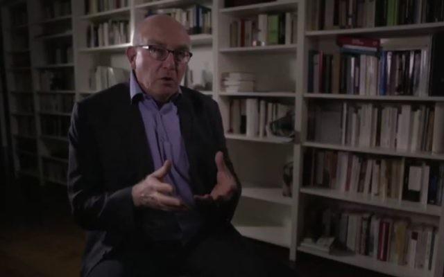 """L'historien Henry Rousso interrogé dans """"Les faussaires de l'Histoire"""" (Crédit capture d'cran/Dailymotion)"""